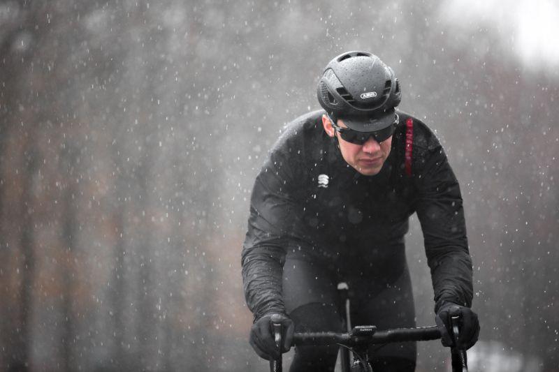 Zorg voor een wind- en waterdicht fietsjack in de regen