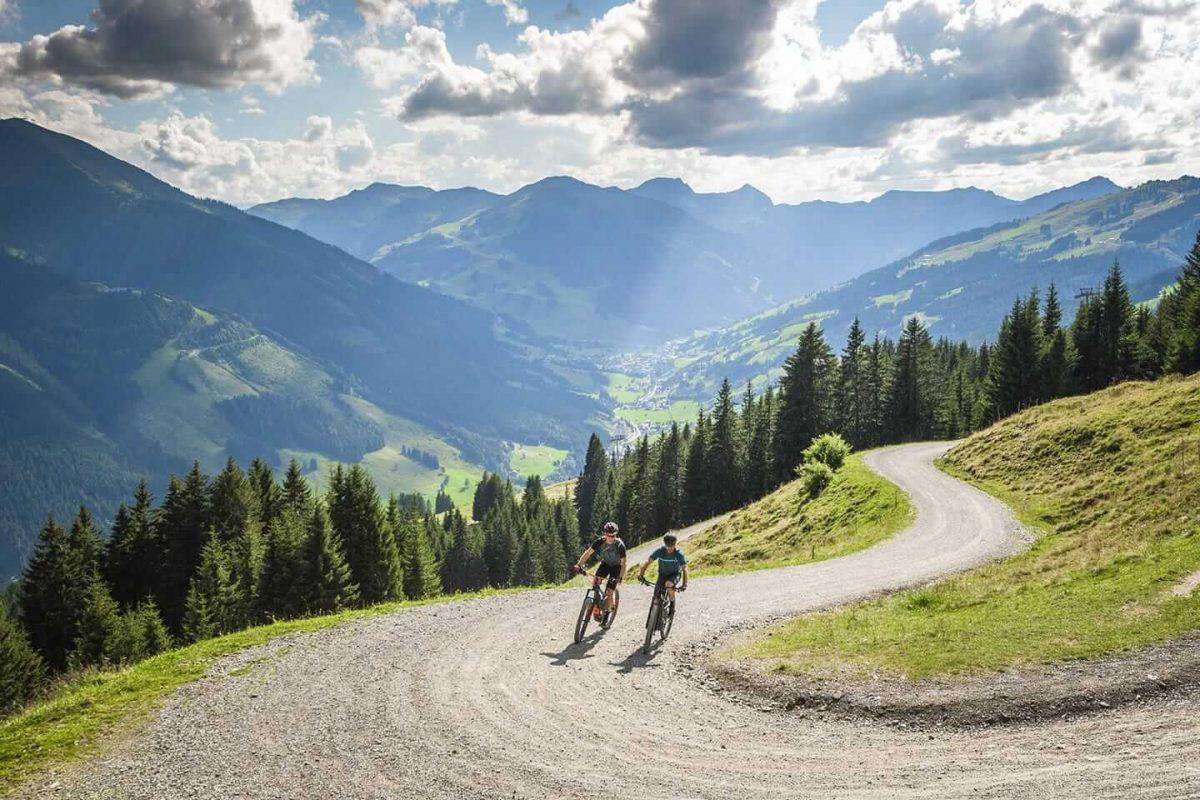 Ein trockener Weg, ideal um mit Vollgas den Hügel hochzuheizen um KOM oder QOM zu werden.