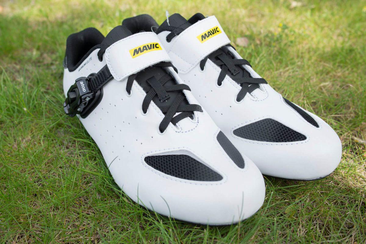 Der Verschluss versteckt auch gleichzeitig die Schnürung ein wenig, was den Schuh sehr edel aussehen lässt.