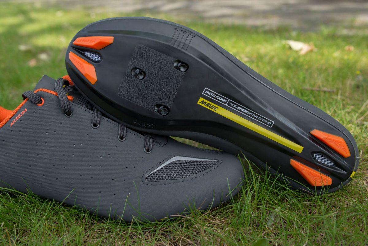 Geen carbon zool op de Mavic Aksium, maar wel een kwalitatief sterke schoen voor een goede prijs.