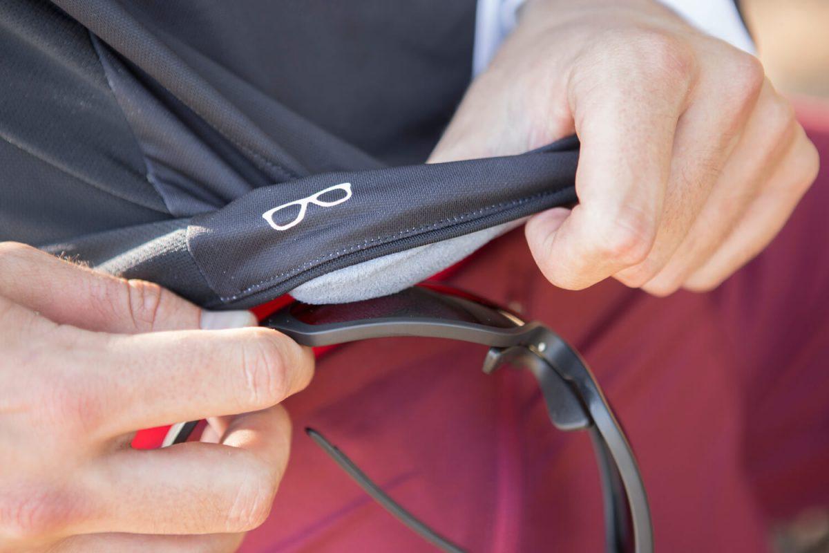 Ook handig, een plek om je fietsbril even schoon te poetsen.
