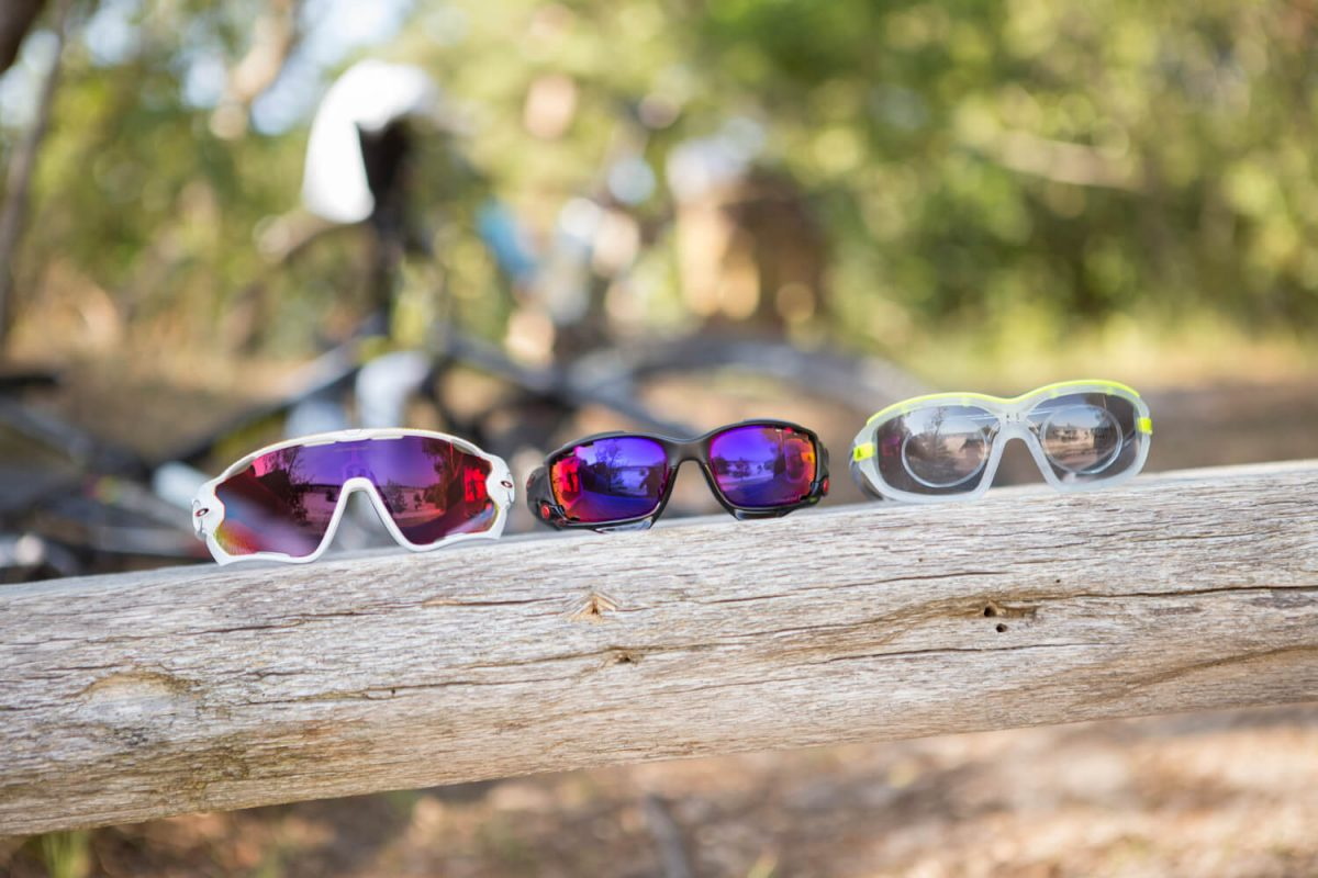 Fietsbrillen van Oakley en Adidas, sommige met alleen een reader gedeelte, andere zijn compleet multifocaal te slijpen.