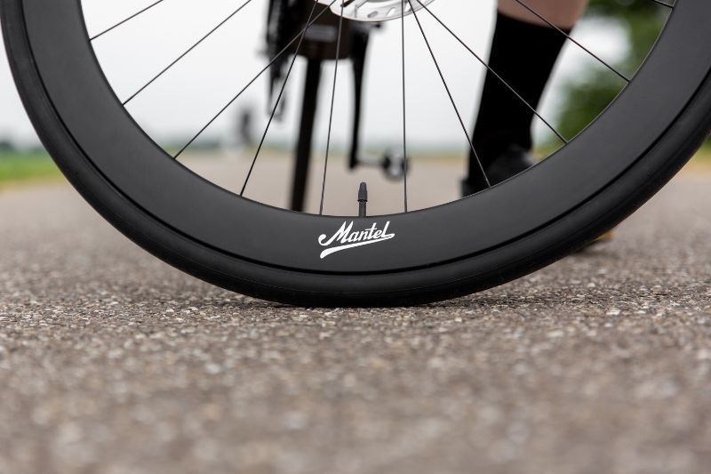 De Disc versie van de Mantel wielen is volledig gemaakt van UD Carbon. Bij de velgremversie zit er speciaal 3K carbon in het remvlak voor de duurzaamheid en de remkracht.