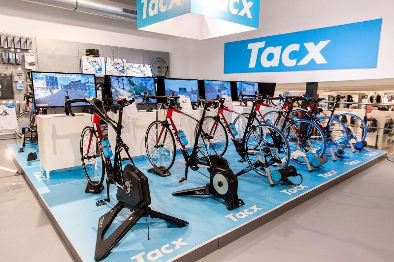 Al andere plannen op de Trainer Techdagen? Geen probleem! In onze superstores in Arnhem en Den Bosch en Utrecht hebben we vanaf half augustus altijd een heel scala aan fietstrainers voor je klaarstaan!