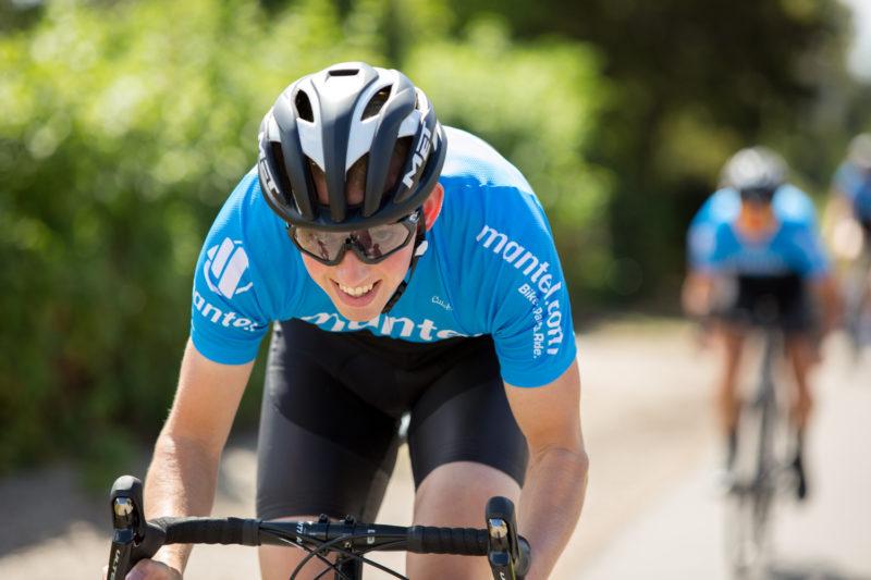 Wanneer je gaat beginnen met wielrennen zal de houding op de racefiets nog even wennen zijn voor je.