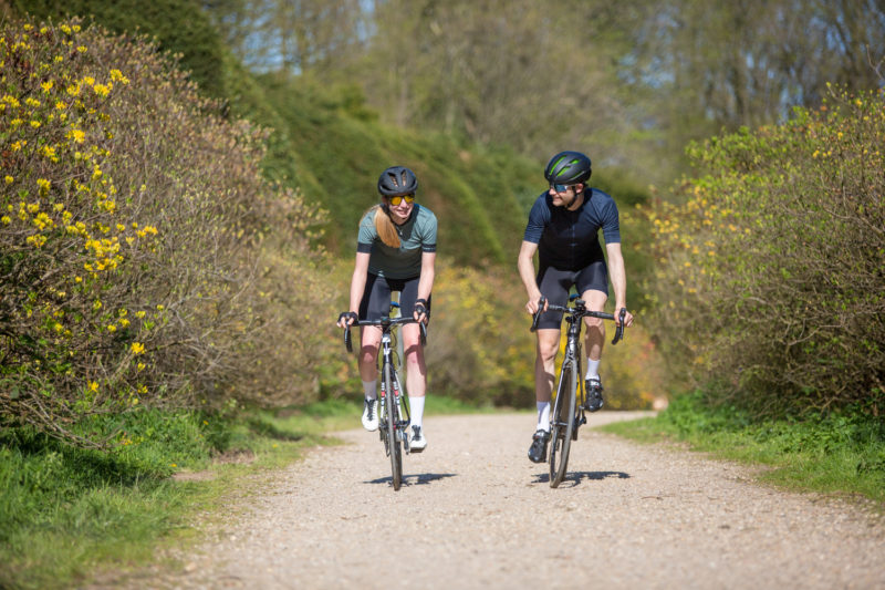 Met een maatje wordt beginnen met wielrennen een stuk leuker.
