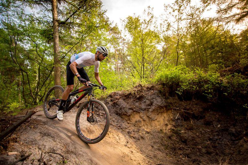 Een full-suspension zoals deze Trek Top Fuel 9.9 SL is ideaal voor het parcours van de Hel van Groesbeek.