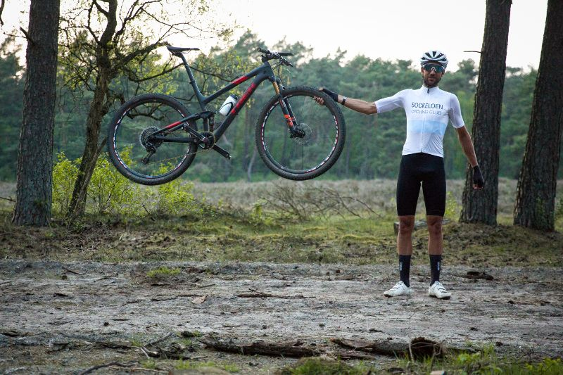 Zou jij ook wel een handje geholpen willen worden door Jasper Ockeloen? Dat kan door lid te worden van de Sockeloen Cycling Club.
