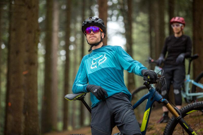 De pasvorm van mountainbike kleding wordt ook wel 'loose fit' genoemd.