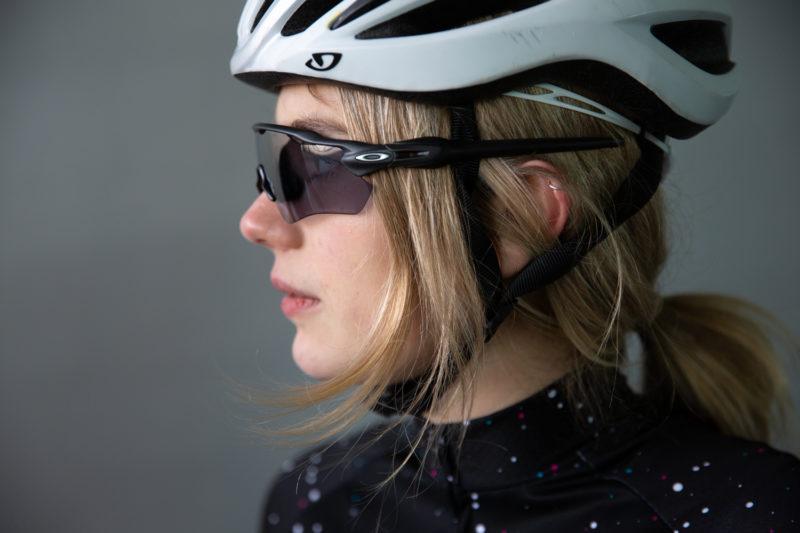 De fietsbrillen van Oakley zijn mede zo populair omdat ze veel mogelijkheden bieden voor brildragers.