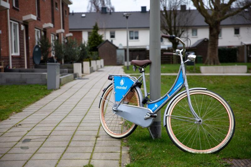 Zet je fiets in een lichte omgeving.