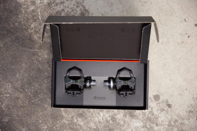 De Favero Assioma DUO powermeter pedalen in het doosje.