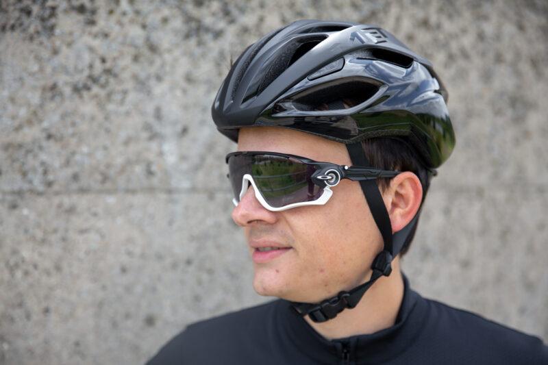 Niet iedere fietsbril heeft de juiste pasvorm voor jouw gezicht.