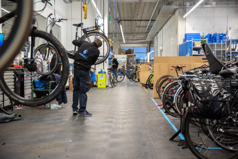 Onze fietsenmakers zorgen ervoor dat jouw stadsfiets weer een complete onderhoudsbeurt krijgt.
