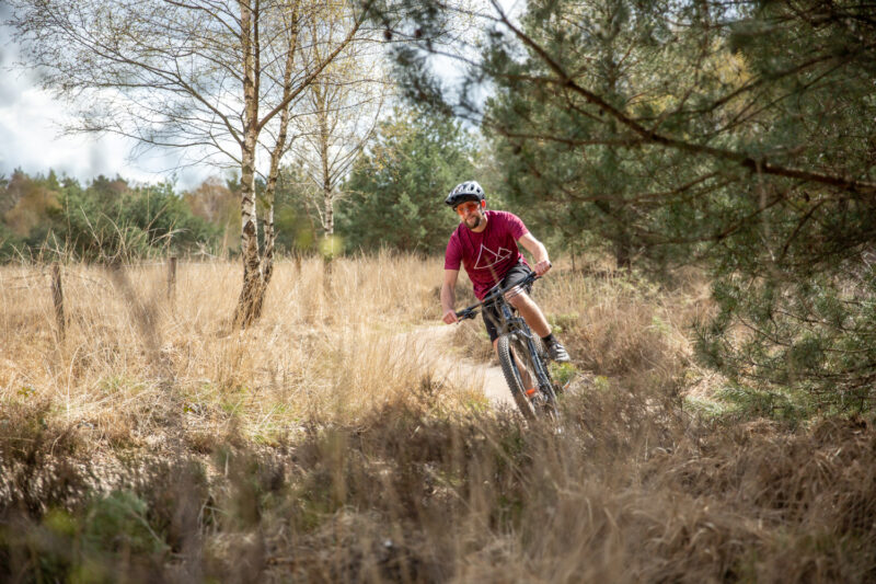 mountainbiken in het voorjaar