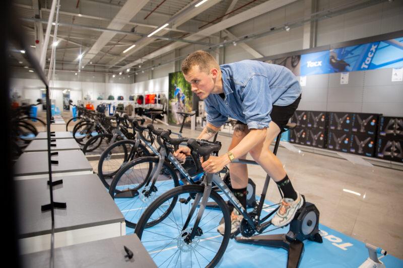 Al andere plannen op de Trainer Techdagen? Geen probleem! In onze Superstores hebben we vanaf half augustus altijd een heel scala aan fietstrainers voor je klaarstaan!
