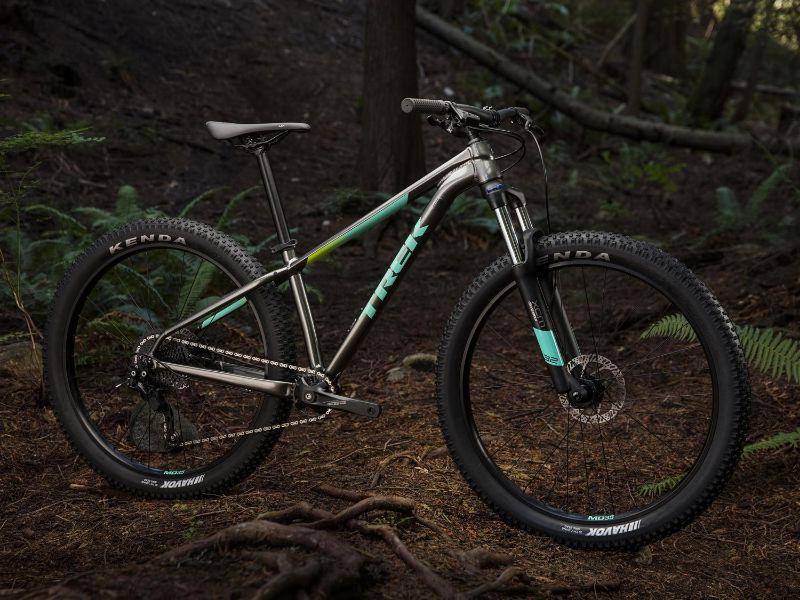 De Trek Roscoe 6 is gemaakt om over de trails te knallen.