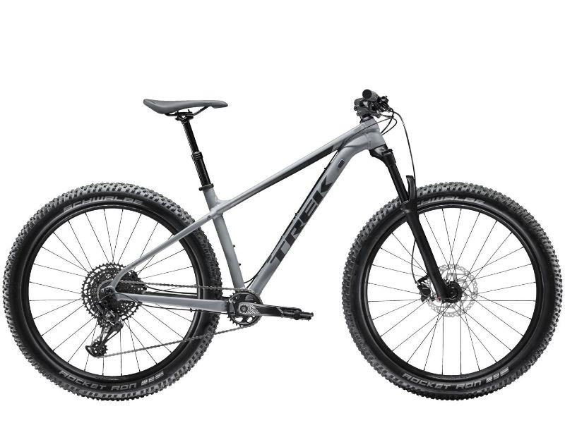 Met de Trek Roscoe 8 haal je een oerdegelijke mountainbike in huis.