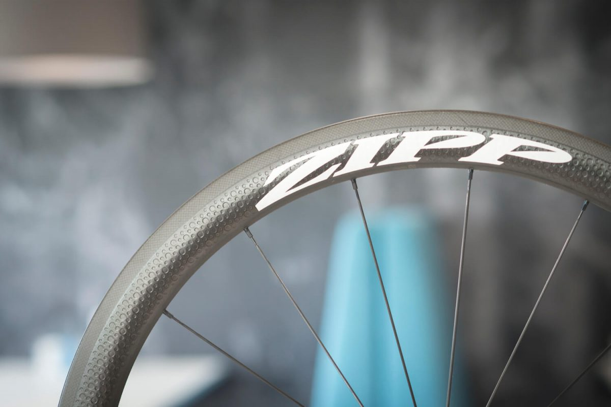 Scheibenbremsen am Rennrad - Eine Carbon-Bremsflanke sieht schön aus, ist aber verschleißempfindlich.