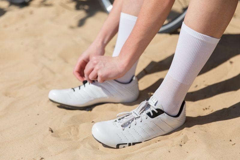 Sommige wielrenners gaan voor hoog opgetrokken sokken...