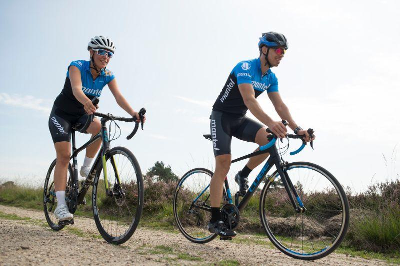 Een racefiets met velgremmen of lekker modern meteen een racefiets met schijfremmen?