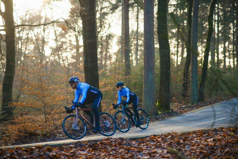 Een racefiets met schijfremmen remt een stuk beter dan een racefiets met velgremmen.