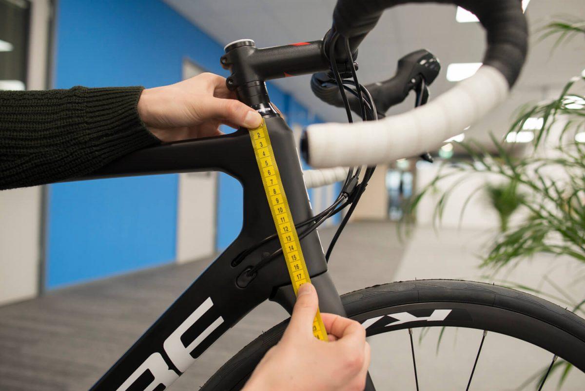 De lengte van een balhoofdbuis kan veel invloed hebben op hoe je op een racefiets zit.