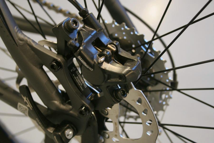 justera skivbromsar cykel shimano