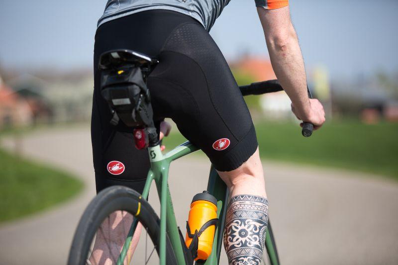 Deze Castelli fietsbroek zit perfect, zowel in het zadel als er even vanaf.