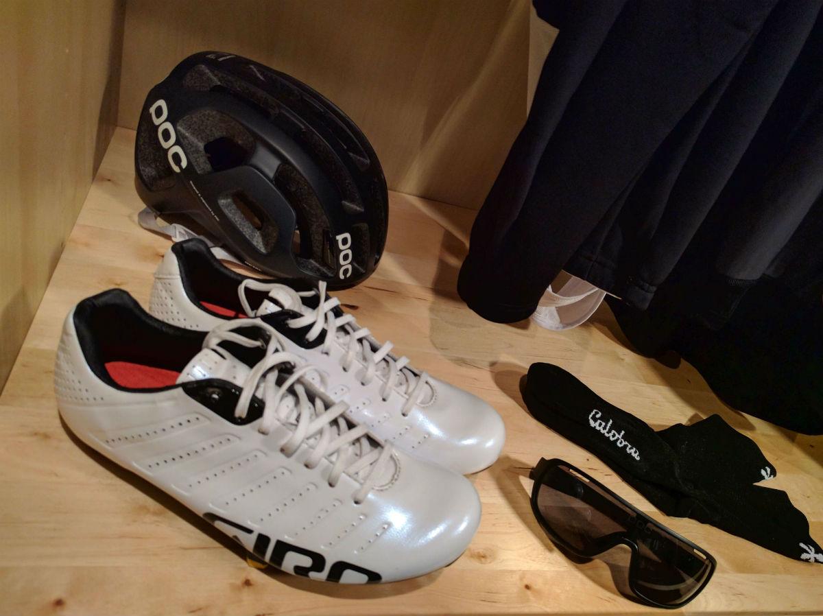Small World Kledingkast.Marc S Cycling Wardrobe Mantel