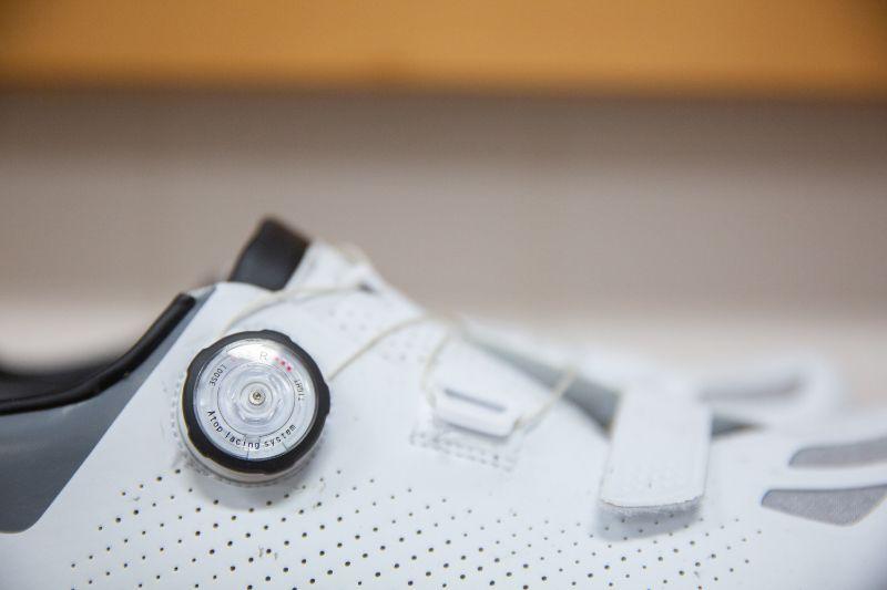 Met de draaisluiting kun je ook tijdens het fietsen je fietsschoenen iets losser of vaster zetten.