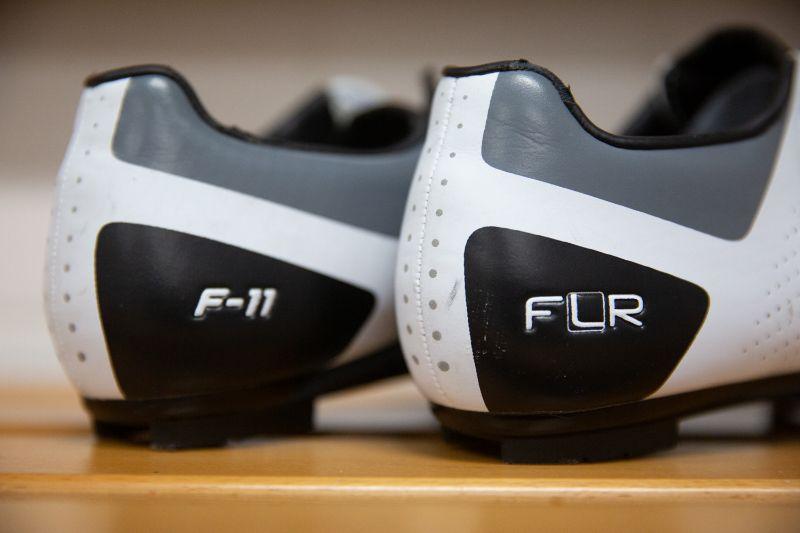 Zelfs na twee maanden flink doortrappen zien de FLR F-11 fietsschoenen er nog netjes uit.