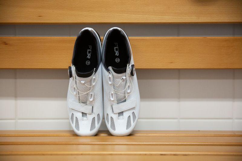 De FLR F-11 racefiets schoenen zijn netjes afgewerkt en zien er erg strak uit.