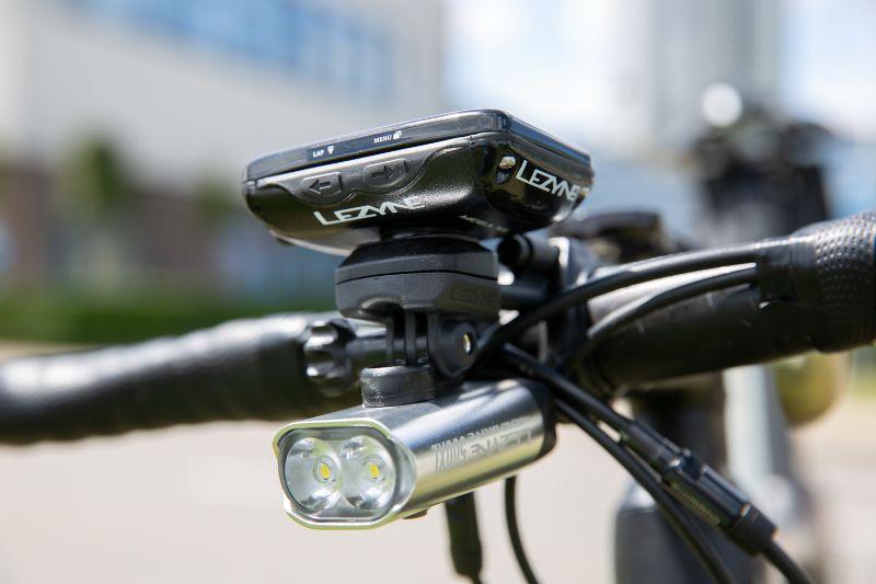 Ook handig; de bekende en geliefde Lezyne fietsverlichting kun je makkelijk aan de mount vastmaken!
