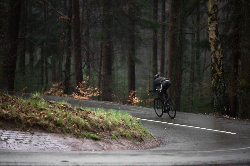 Met goede regenkleding voor fietsers kun je het langer volhouden op de fiets.