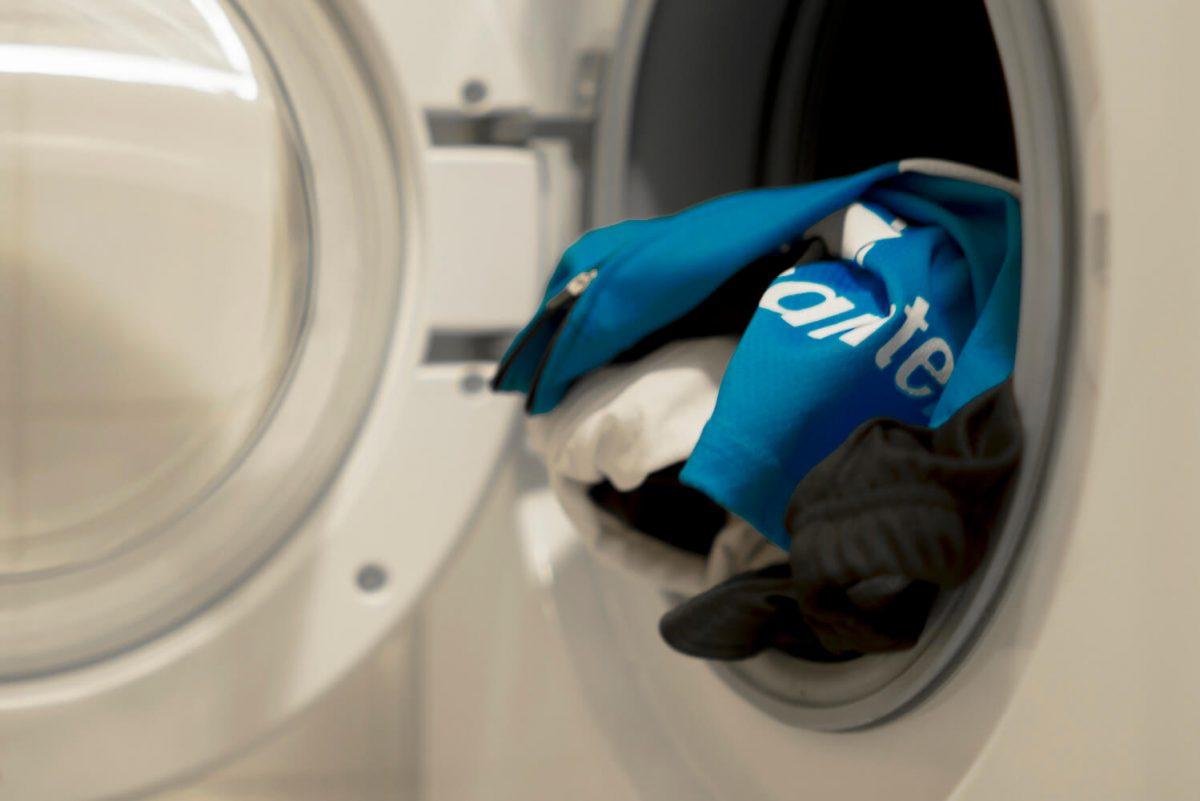Fietskleding wassen is niet moeilijk, als je je maar aan de voorschriften houdt.