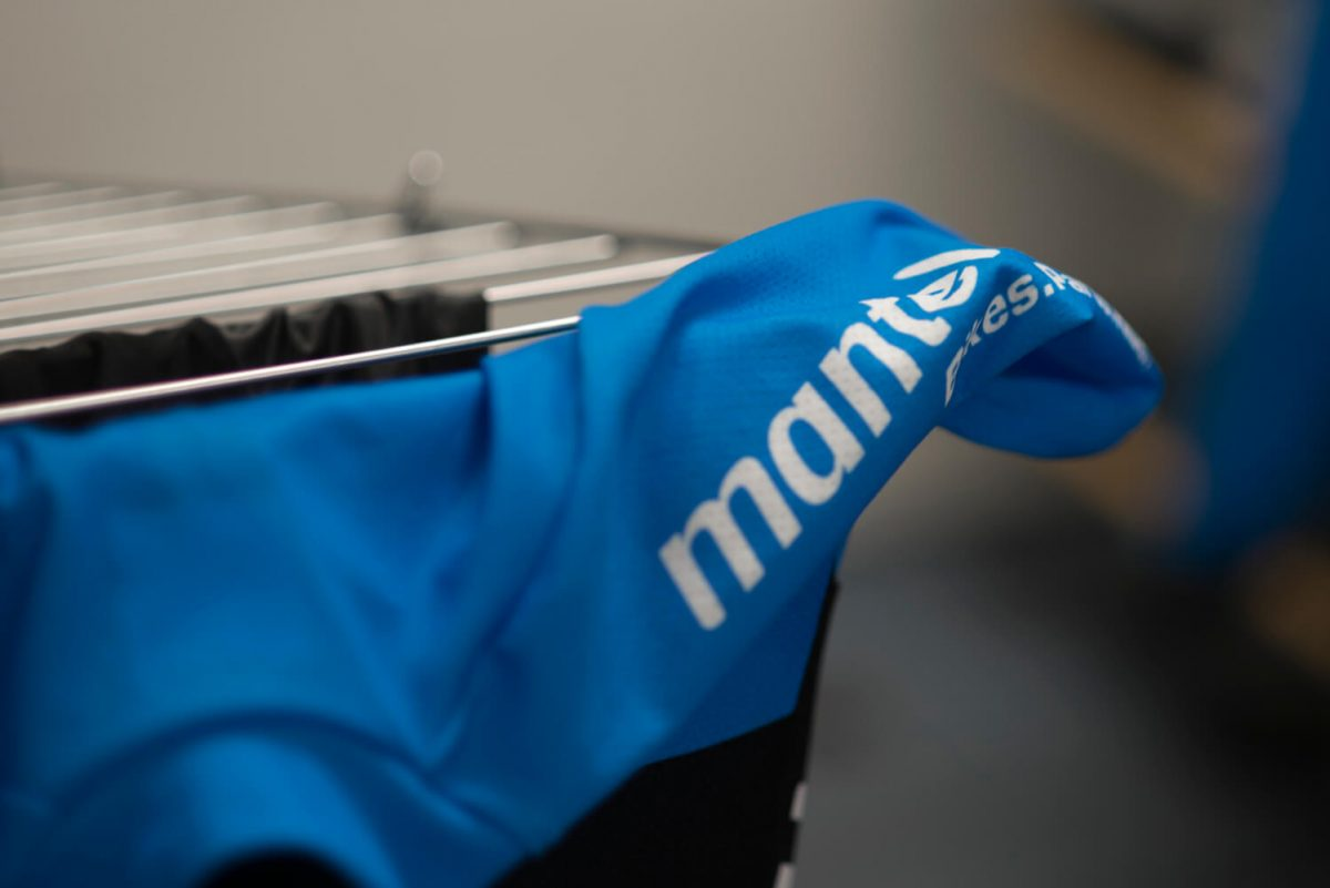 Voor de eerste rit is het verstandig je fietskleding alvast een keer met koud water te wassen.