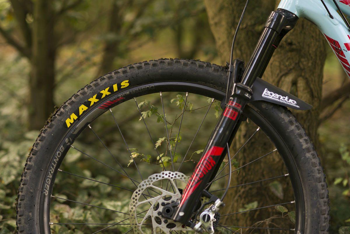 Deze Maxxis Ardent is Tubeless Ready.Je kunt hem dus met en zonder binnenband monteren als je wiel ook tubeless ready is of gemaakt kan worden.