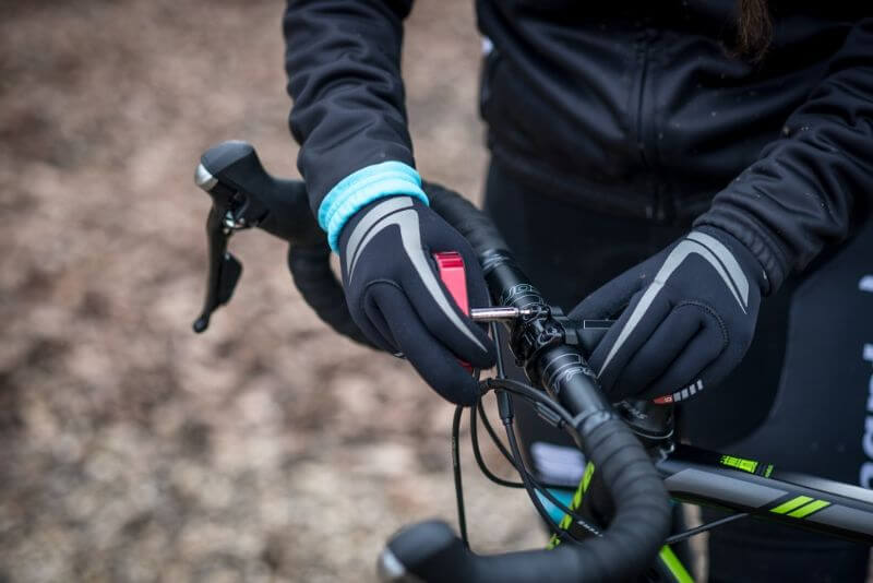 Vérifiez les boulons et les écrous à chaque nettoyage du vélo. Utilisez une clé dynamométrique, surtout quand votre vélo est équipé des pièces en carbone.