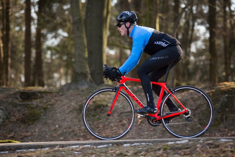 Je eigen lichaamsverhouding zijn essentieel om te kijken welke framemaat bij je past en hoe je je fiets af moet stellen.