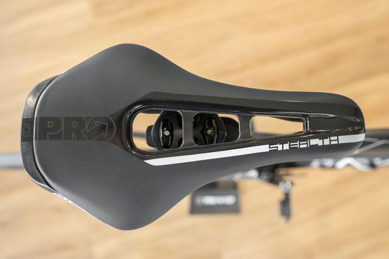 Het Pro Stealth fietszadel zit niet alleen fijn, het zadel is ook erg mooi.