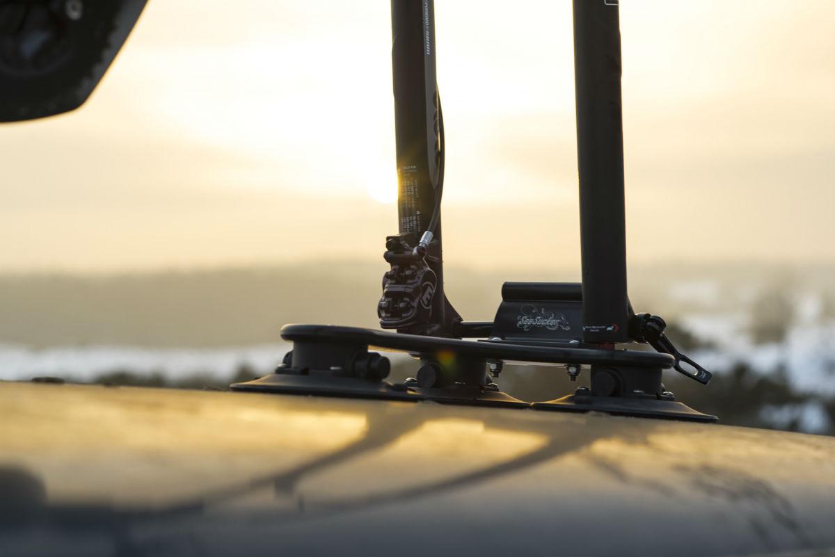 Met de speciale steekasadapter kun je ook fietsen met een steekas probleemloos meenemen.