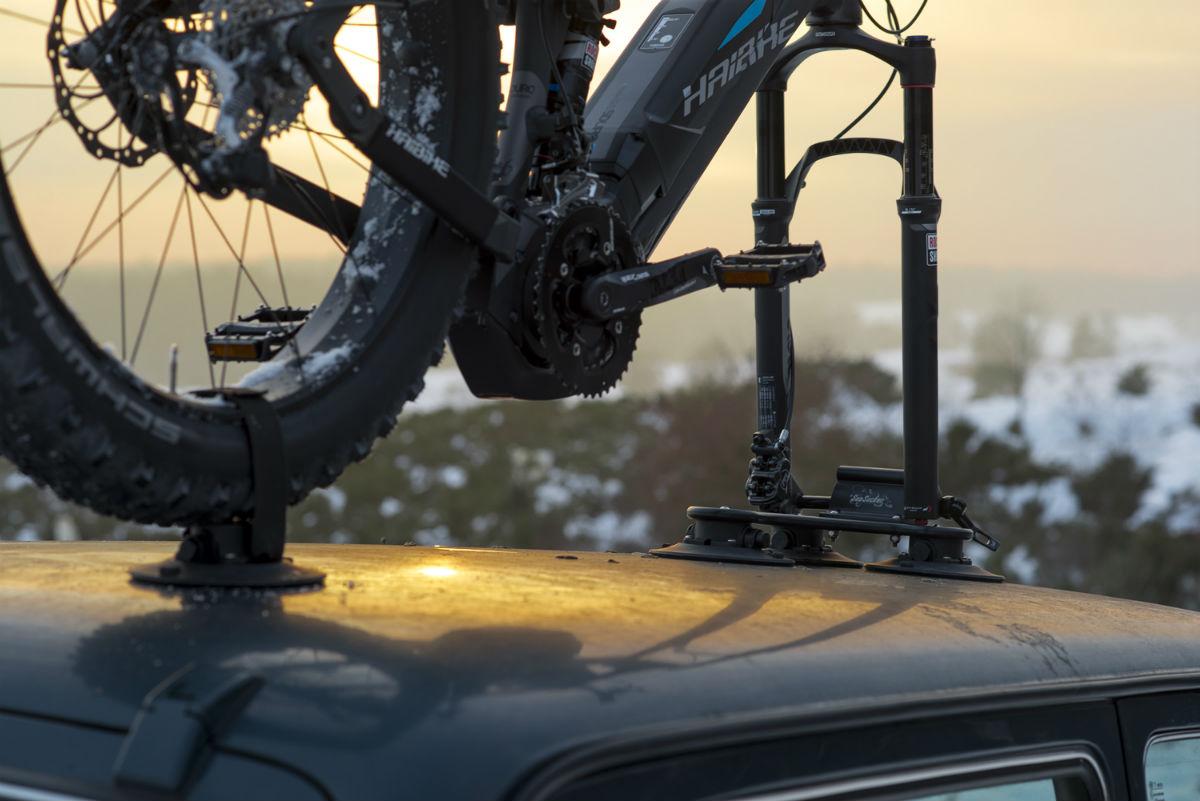 Ook een zware elektrische mountainbike is geen probleem voor de SeaSucker.