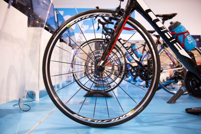 Met de Tacx Neo Smart Bike heb je zelfs je fiets niet meer nodig.