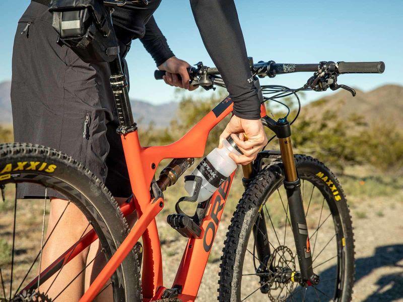 Ideaal voor mountainbikers, de Topeak Ninja side cage bidonhouder.