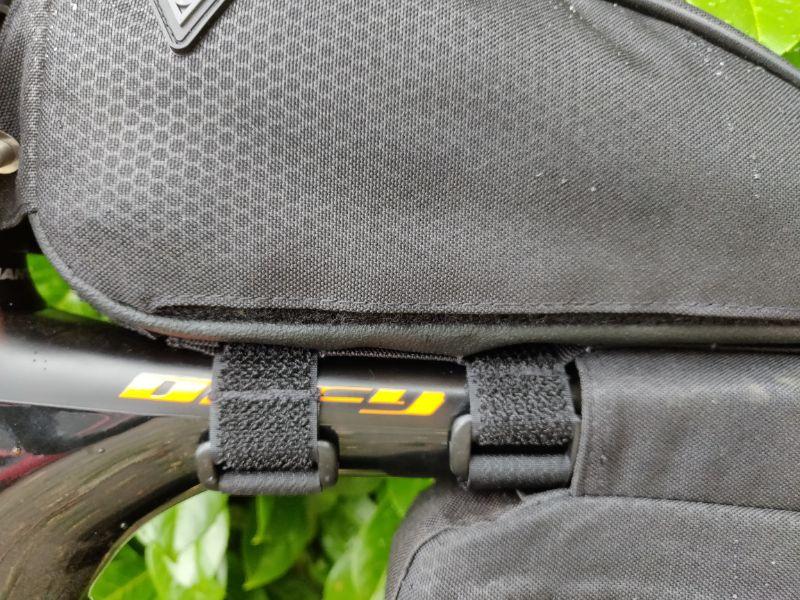 De TopLoader zit ook vast met stevig klittenband.