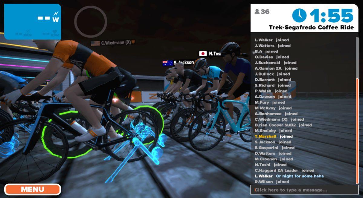 Avant chaque course ou un tour en groupe, vous êtes tous placés sur un home trainer virtuel au début du parcours.