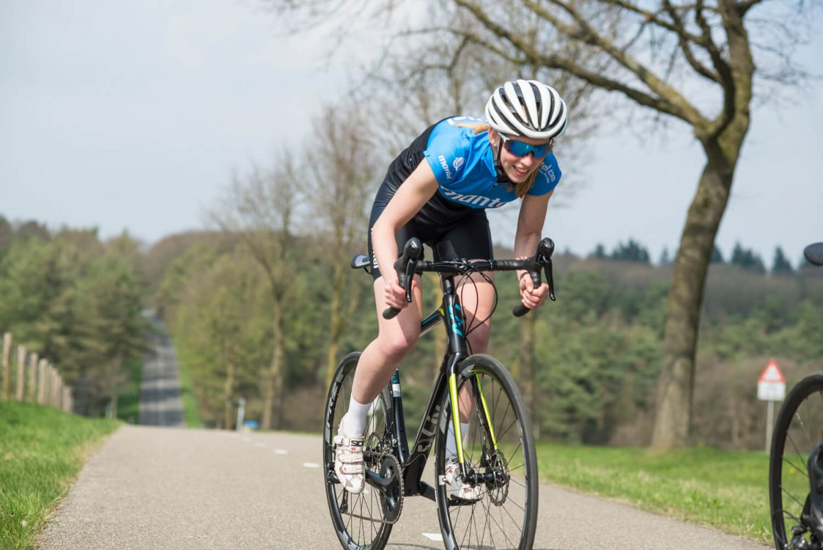 The right posture on the bike prevents injuries and means you'll be able to fly up that short hill-sprint.