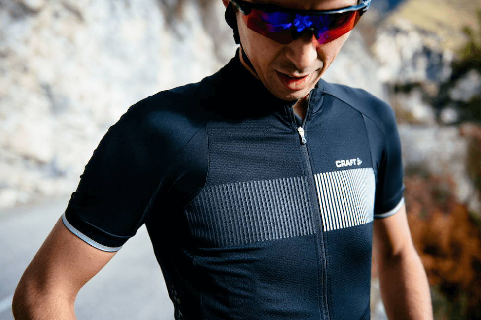 Nicely placed reflective elements on the back of the Craft Verve Glow Jersey.