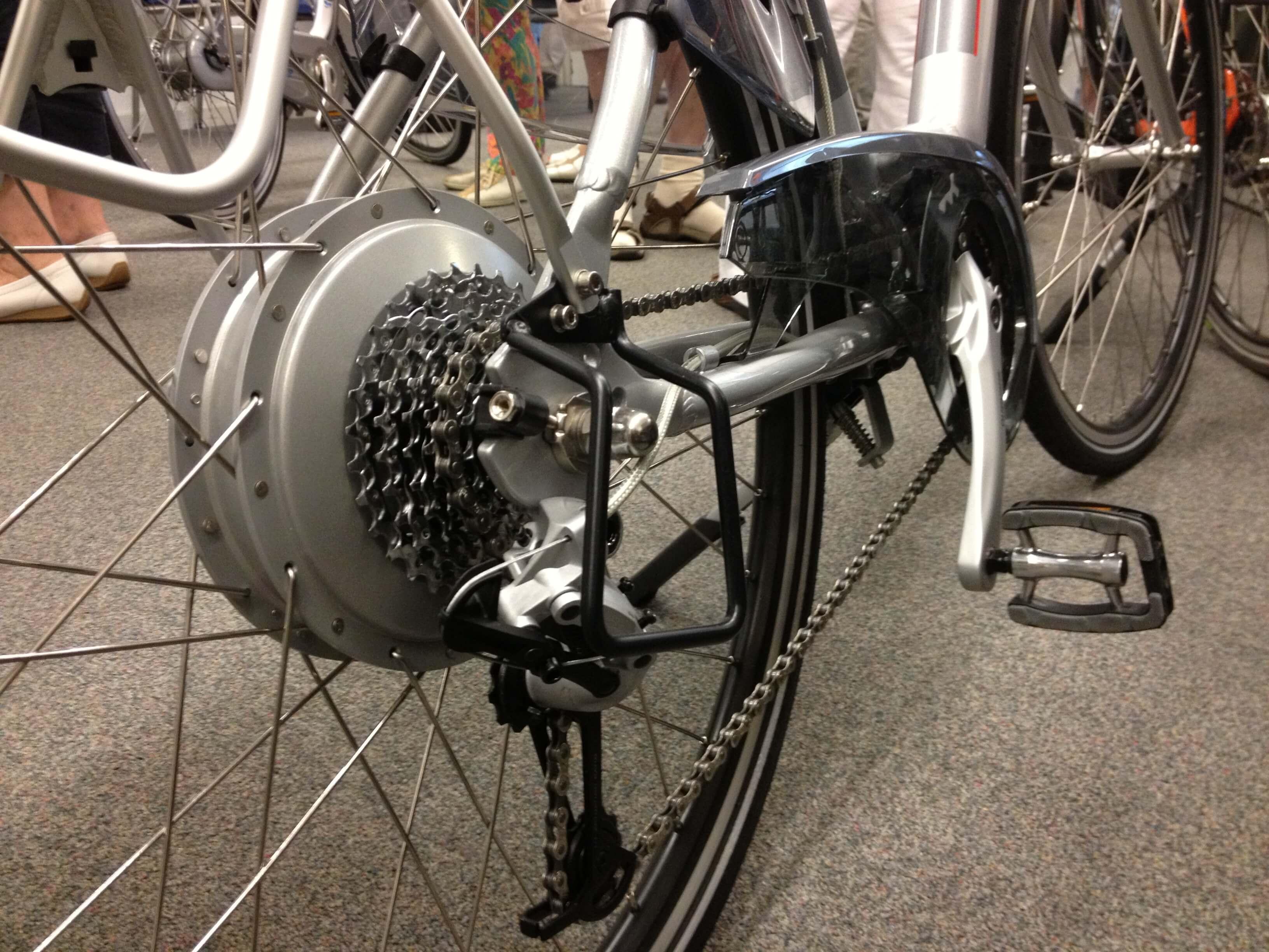 Je fietsketting is een van de meest slijtagegevoelige onderdelen. Die moet je regelmatig schoonmaken, controleren en smeren.